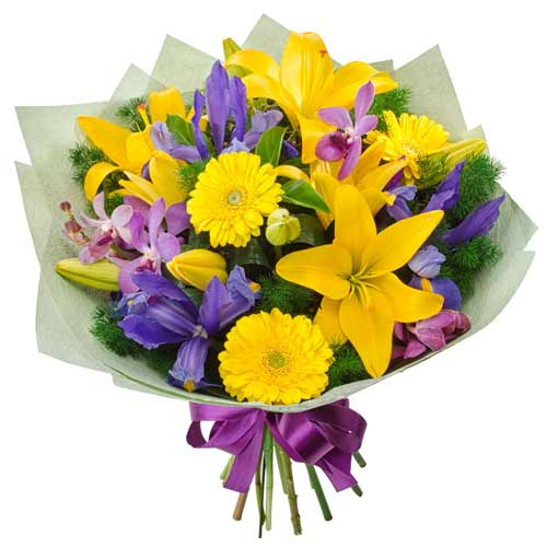 Lovely Assorted Fresh Flowers Bouquet<br><br>